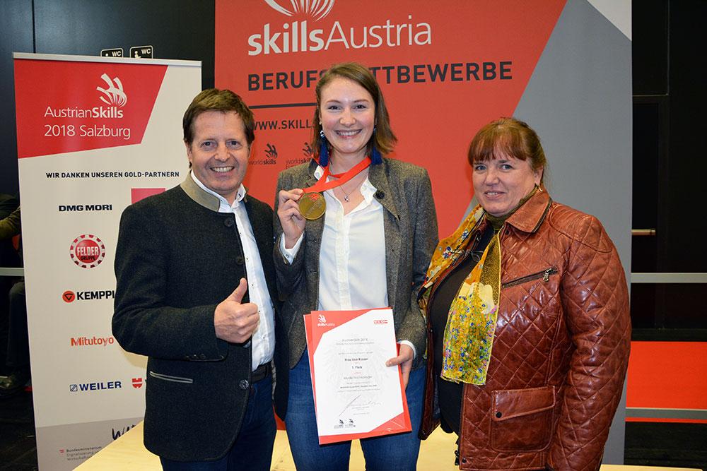 Siegerfoto mit Lisa Rasser, Stefan Wimmer und Landesinnungsmeisterin von Salzburg Frau Christine Schnöll