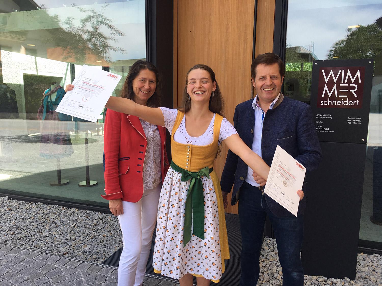 Theresa Leitner mit Monika und Stefan Wimmer